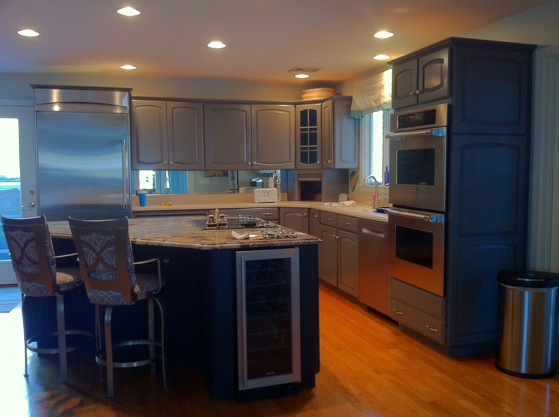 Kitchen cabinets refinishing for Kitchen cabinet refacing